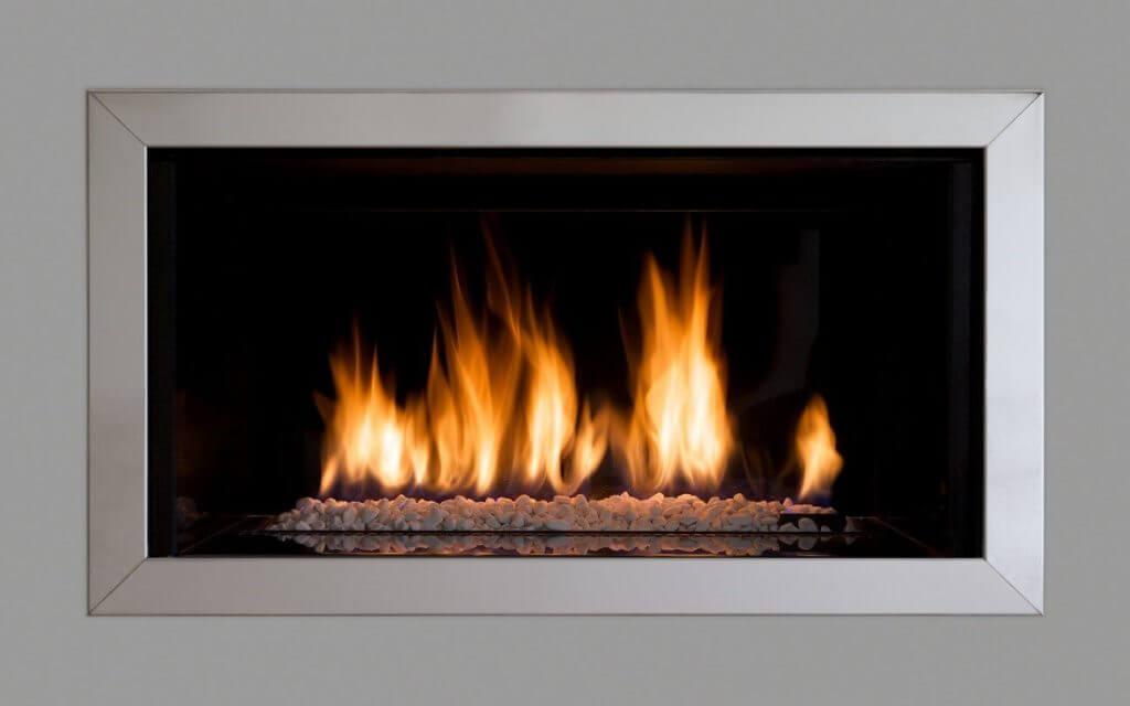 5 hottest fireplace interior design trends 2018 direct - Stufe a metano ventilate ...